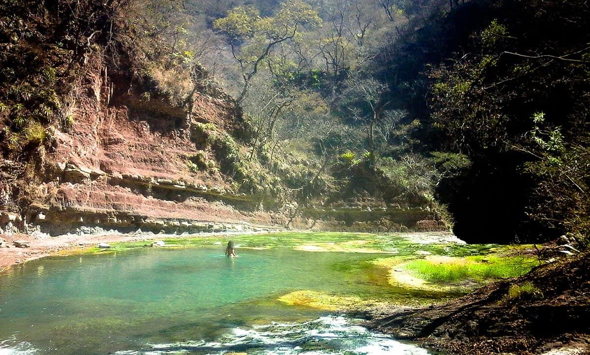 destinos-poco-conocidos-de-Argentina,-termas-de-jordan,-jujuy