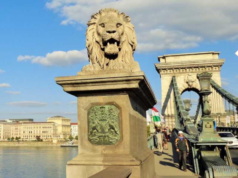 Budapest, Buda, Puente de las Cadenas, Chain Bridge, imperdibles Budapest, que ver en Budapest, tres días en Budapest, Europa, mochileros, mochileros por Europa