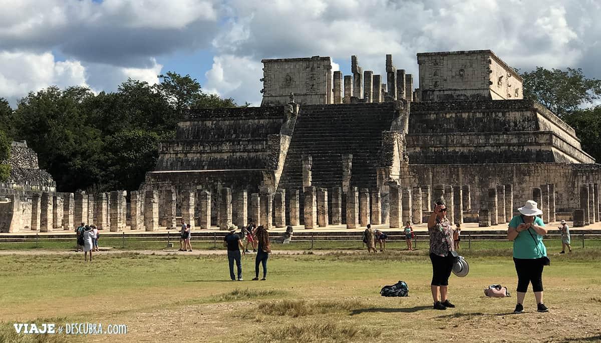 Chichen-Itza,-ruinas-mayas,-mexico,-templo-de-los-guerreros,-templo-de-las-mil-columnas