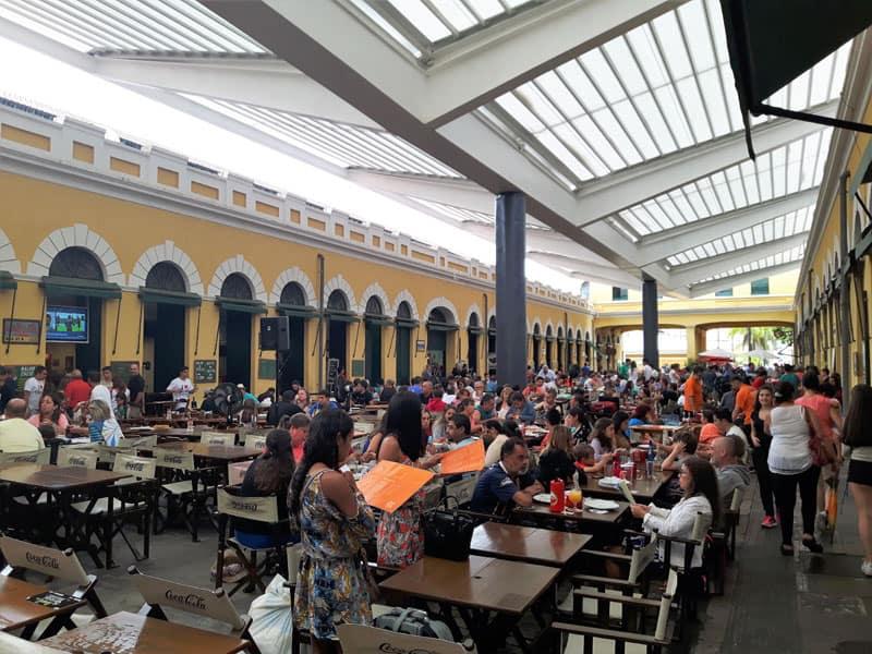 Florianopolis con lluvia, Mercado Publico, comer mariscos
