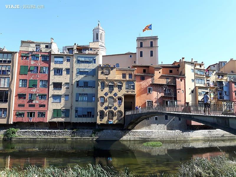 Girona-y-Figueres-en-el-dia,-Barcelona,-Girona,-ciudad-medieval,-tour-de-un-dia,-escaleras,-puentes,-portada