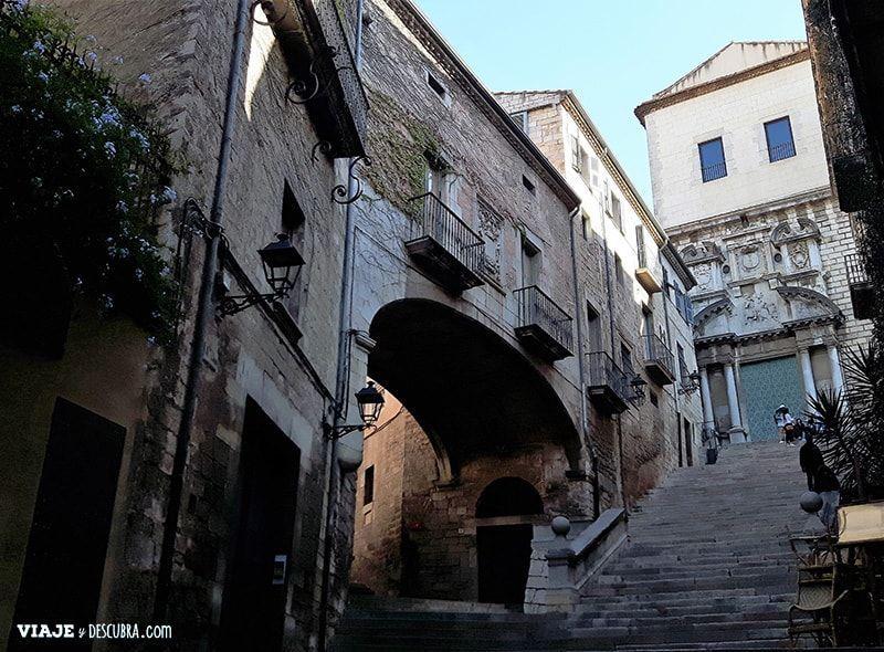 Girona-y-Figueres-en-el-dia,-Barcelona,-Girona,-ciudad-medieval,-tour-de-un-dia,-escaleras