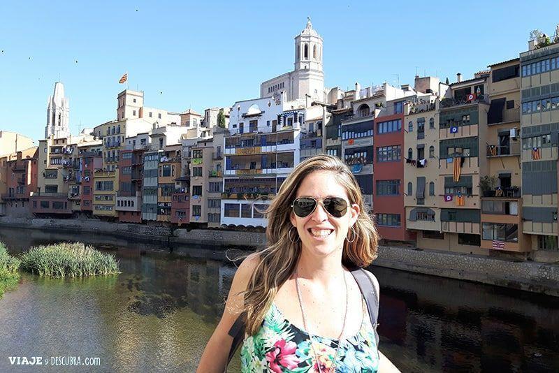 Girona-y-Figueres-en-el-dia,-Barcelona,-Girona,-ciudad-medieval,-tour-de-un-dia,-puente,-flor-zaccagnino