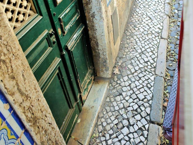 Lisboa, Portugal, imperdibles, Alfama, calle, tram, 28, tranvia 28