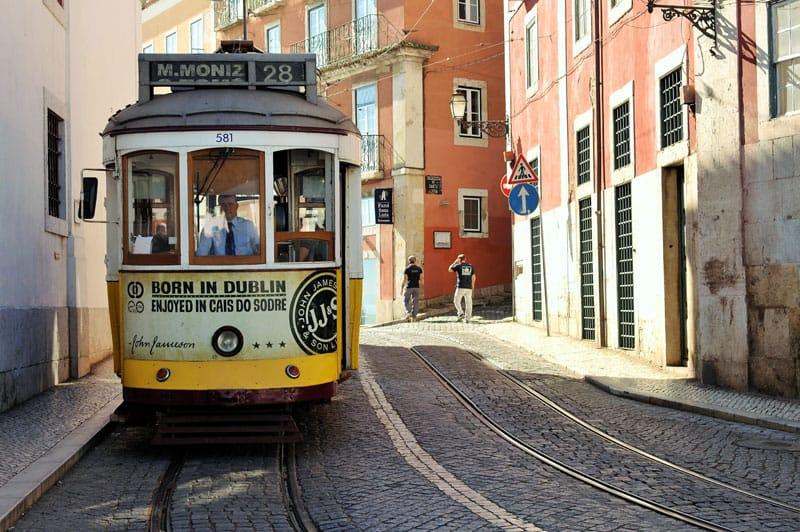 Lisboa, Portugal, imperdibles, tram 28, 28, tranvia, transporte, Alfama, calles