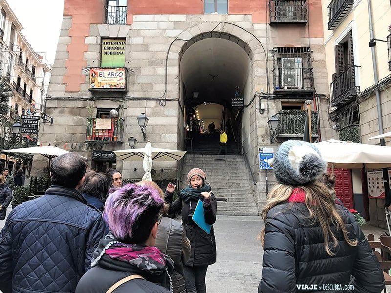 Madrid,-Free-Walking-Tour,-tour-gratuito,-tour-a-pie,-imperdibles-Madrid,-Ogotours,--Plaza-Mayor,-Puerta-de-cuchilleros