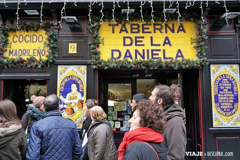 Madrid,-Free-Walking-Tour,-tour-gratuito,-tour-a-pie,-imperdibles-Madrid,-Ogotours,--cocido-madrileño,-taberna-de-la-daniela