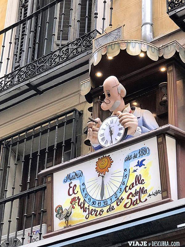 Madrid,-Free-Walking-Tour,-tour-gratuito,-tour-a-pie,-imperdibles-Madrid,-Ogotours,-el-relojero-de-la-calle-sal