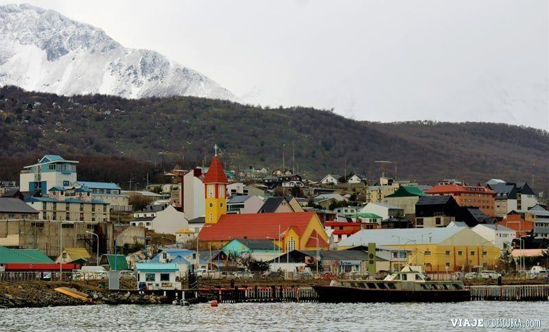 Ushuaia,-Tierra-del-Fuego,-fin-del-mundo,-puerto,-costa,-montañas
