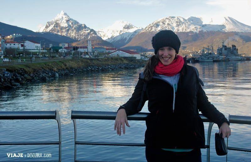 Ushuaia,-Tierra-del-Fuego,-fin-del-mundo,-puerto,-costa,-montañas,-monte-olivia