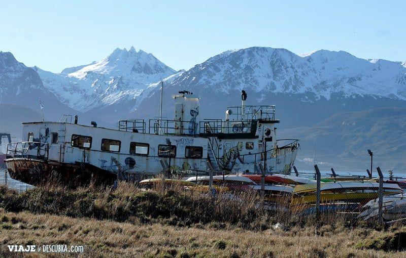 Ushuaia,-Tierra-del-Fuego,-fin-del-mundo,-puerto,-costa,barco-abandonado,-que-hacer-en-ushuaia