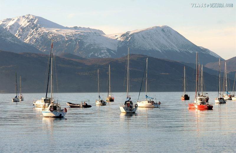 Ushuaia,-Tierra-del-Fuego,-fin-del-mundo,-puerto,-costa,barcos,-montañas,-montes,-que-hacer-en-ushuaia