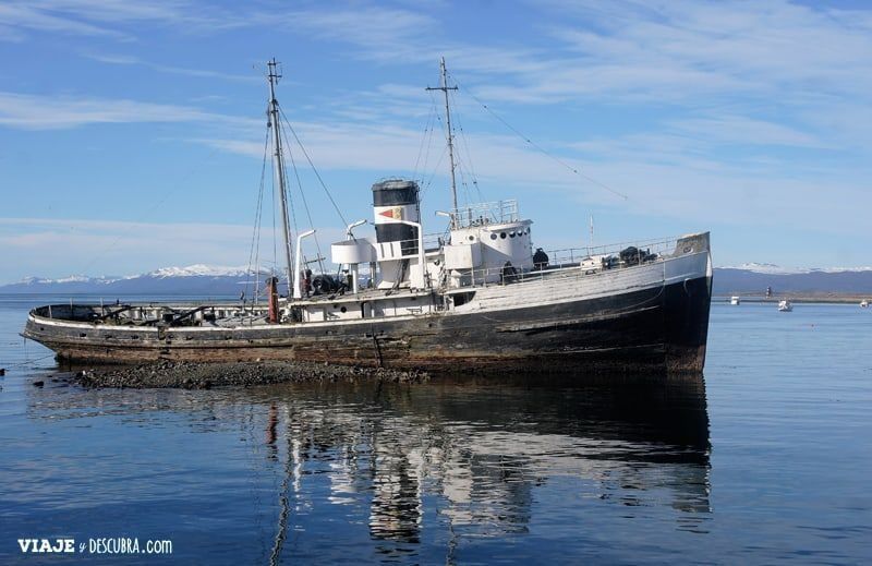 Ushuaia,-Tierra-del-Fuego,-fin-del-mundo,-puerto,-costa,barcos,-montañas,-montes,-que-hacer-en-ushuaia,-st-christopher,-barco-abandonado