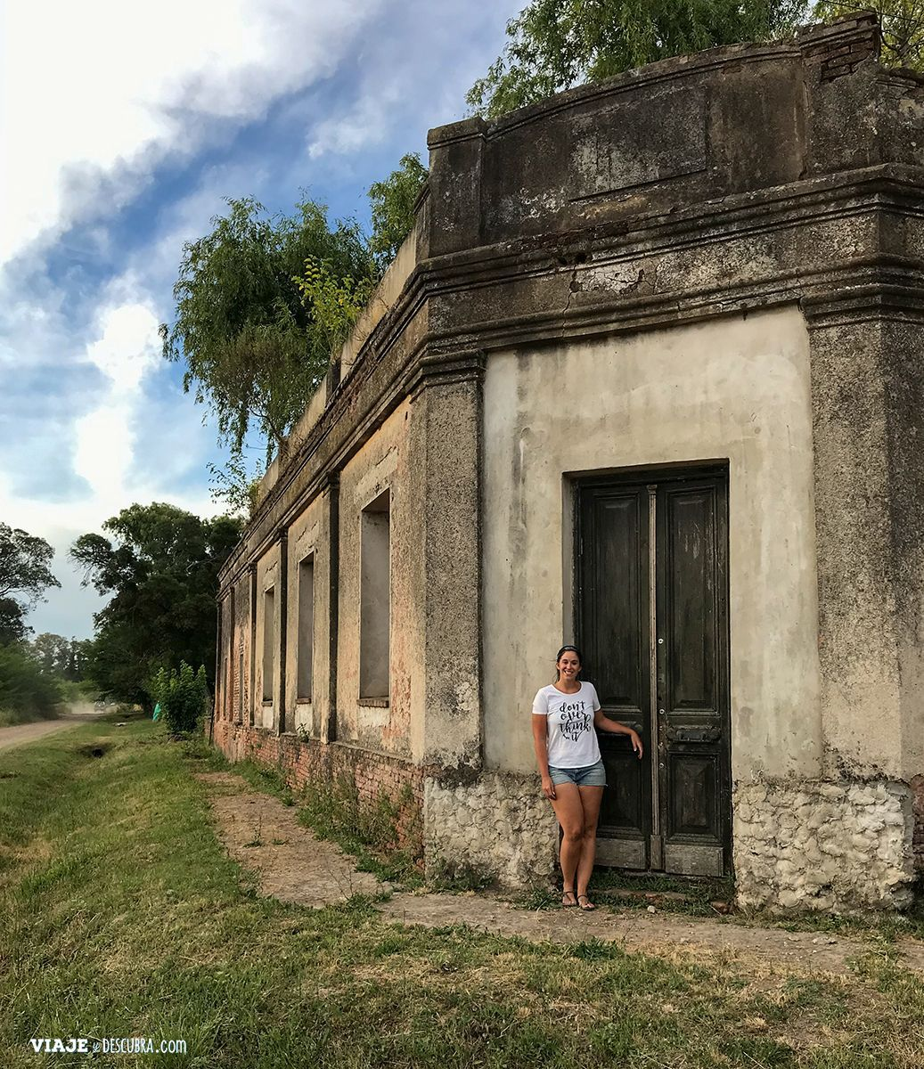 antiguas-casonas-Uribelarrea,-pueblo-turistico,-buenos-aires,-argentina