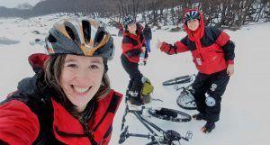 bicicletas-en-la-nieve,-hielo,-ruedas-con-clavos,-excursion,-imperdible,-ushuaia,-aventura,-ushuaia-extremo,-nieve,-invierno,-hispanic-travel-bloggers,-portada