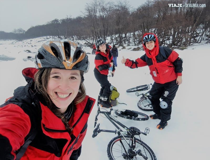 bicicletas-en-la-nieve,-hielo,-ruedas-con-clavos,-excursion,-imperdible,-ushuaia,-aventura,-ushuaia-extremo,-nieve,-invierno,-hispanic-travel-bloggers
