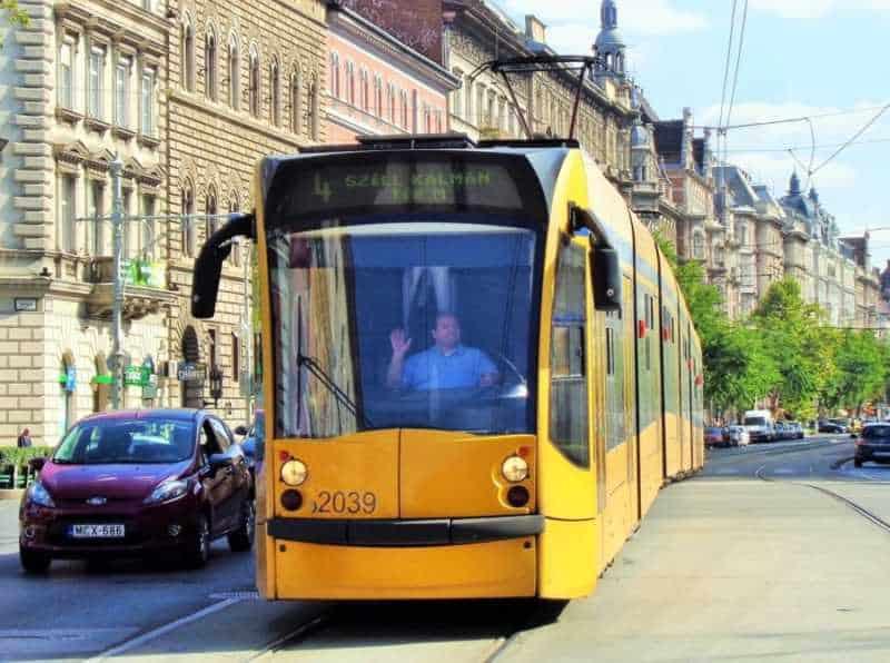 Budapest, Pest, imperdibles Budapest, que ver en Budapest, tres días en Budapest, Europa, mochileros, mochileros por Europa, tram, tranvía, eléctrico