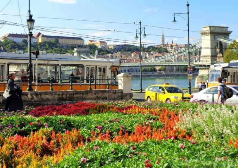 Budapest, Pest, imperdibles Budapest, que ver en Budapest, tres días en Budapest, Europa, mochileros, mochileros por Europa, puente de las cadenas