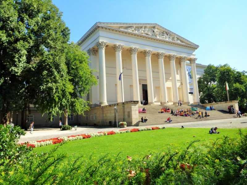 Museo Nacional Húngaro, Budapest, Pest, imperdibles Budapest, que ver en Budapest, tres días en Budapest, Europa, mochileros, mochileros por Europa