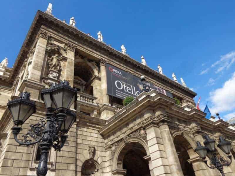Teatro,Budapest , Pest, imperdibles Budapest, que ver en Budapest, tres días en Budapest, Europa, mochileros, mochileros por Europa