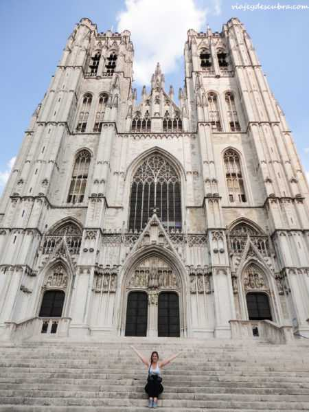 Catedral de San Miguel y Santa Gúdula- bruselas - belgica - europa - eurotrip - mochilero a europa
