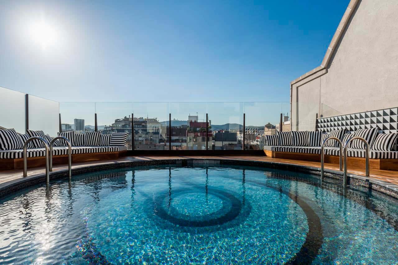 donde-dormir-en-Barcelona,-Room-Mate-Anna,-alojamientos-recomendados,-precios-moderados