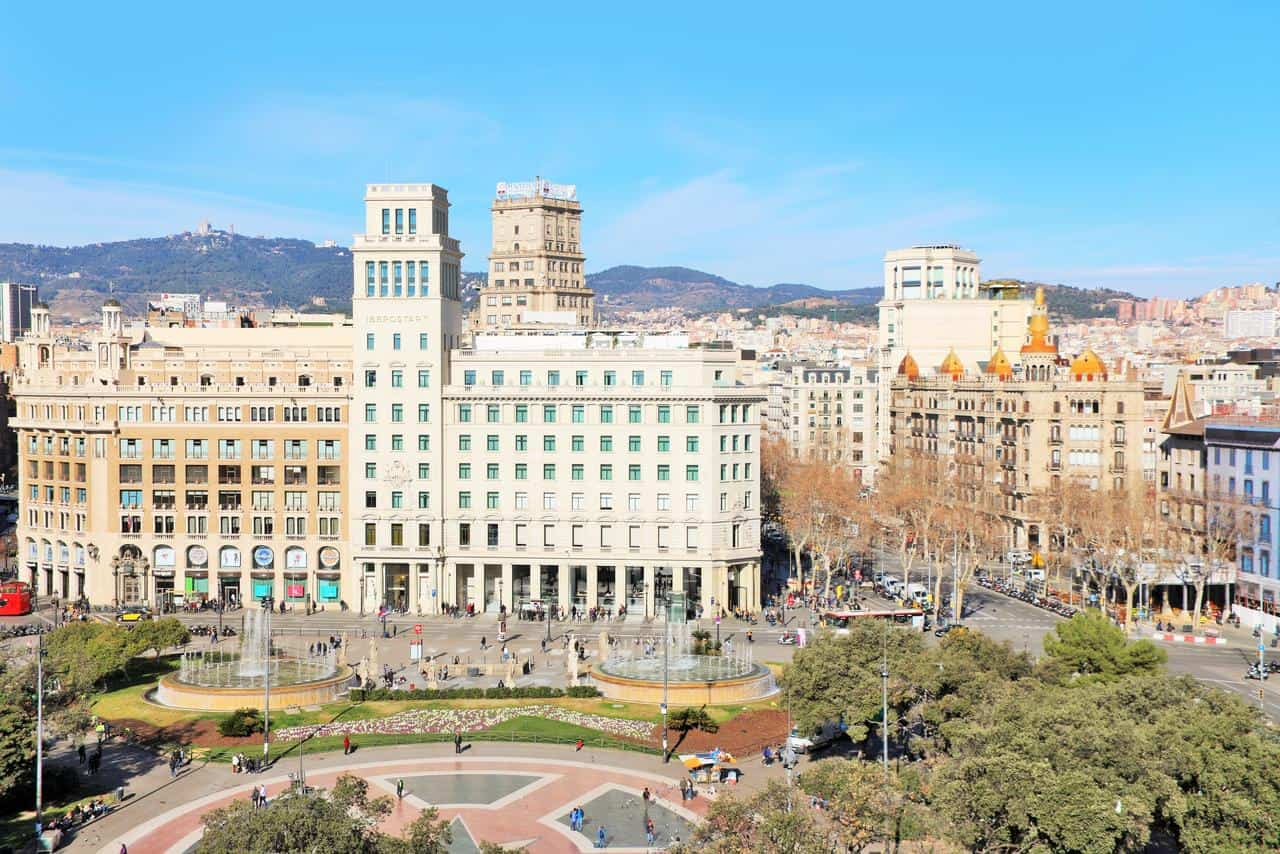 donde-dormir-en-Barcelona,-alojamientos-recomendados,-hoteles-baratos,-plaza-catalunya