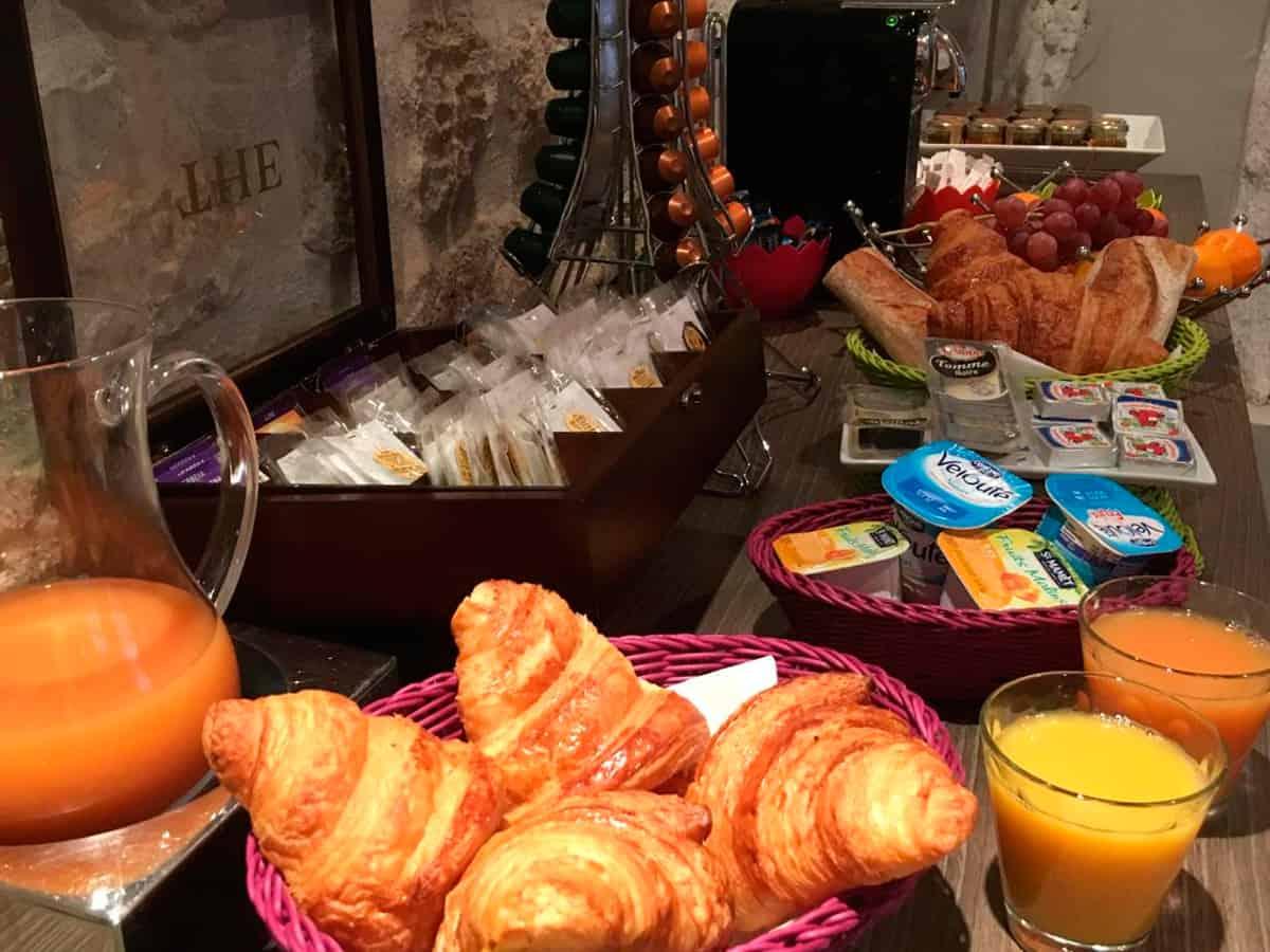 donde-dormir-en-paris,-francia,-alojamiento,-hotel,-notre-dame,-desayuno