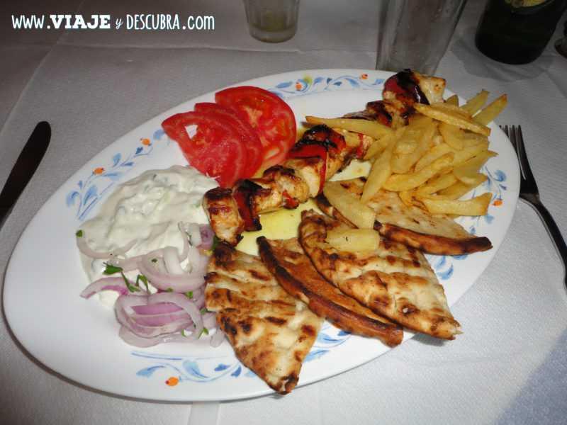 gyros, comida griega, fira, thira, santorini, oia, islas griegas, ferry, grecia