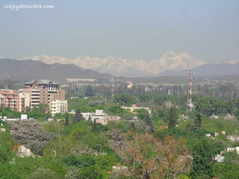 Vista del Cordón del Plata desde la Terraza - Foto: Flor Zaccagnino