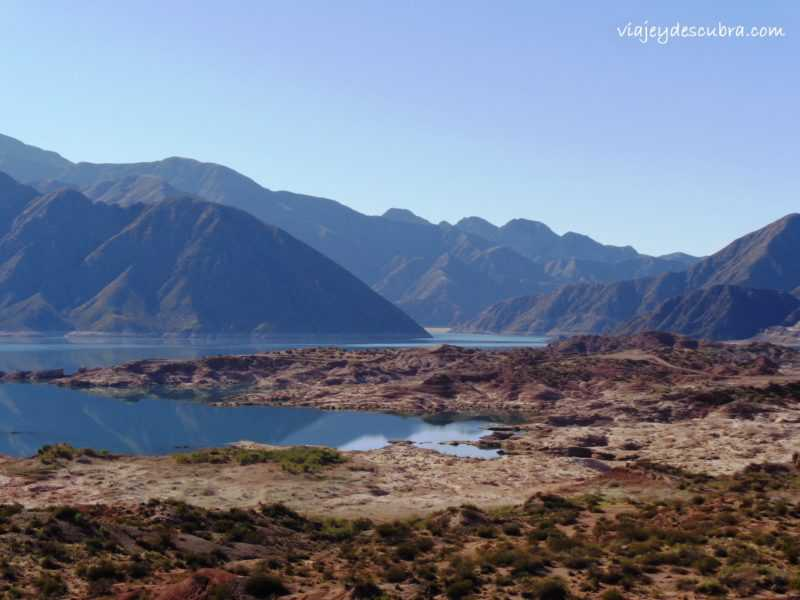 Dique Potrerillos. Cordillera de los Andes. Mendoza. Argentina. Alta Montaña.