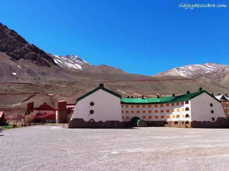 Penitentes. Centro de Esqui. Sky. Ruta 7. Cordillera de los Andes. Mendoza. Argentina. Alta Montaña.