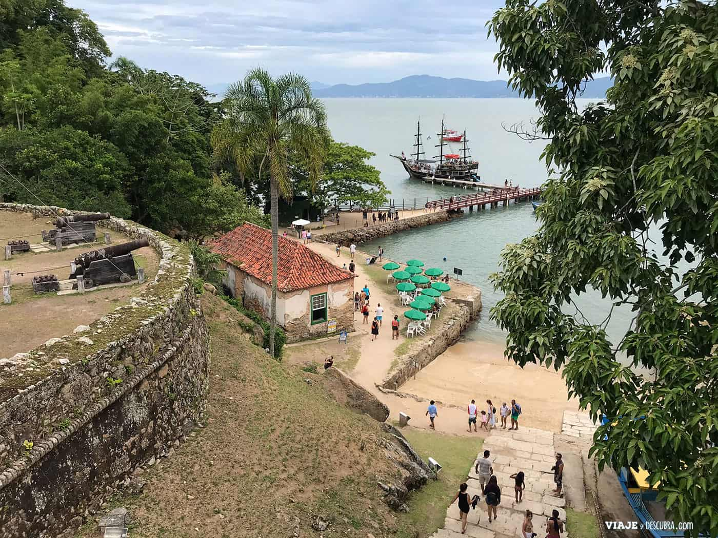 fortaleza-ilha-anhatomirim,-paseo-de-barco-pirata,-excursiones-imperdibles,-que-hacer-en-florianopolis,-imperdibles-floripa