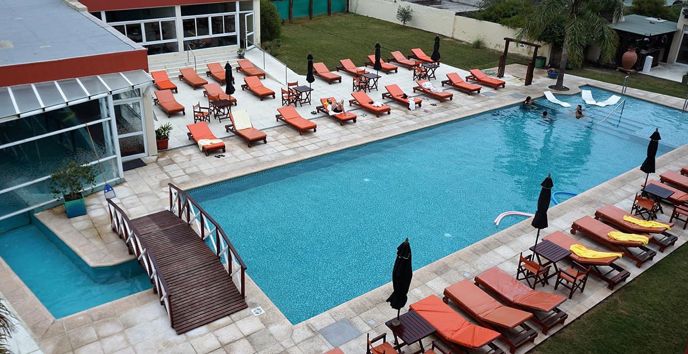 hotel-los-cardones,-termas-de-rio-hondo,-santiago-del-estero,-aguas-termales,-piscina-al-aire-libre,-portada