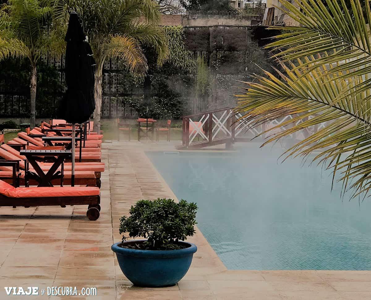 hotel-los-cardones,-termas-de-rio-hondo,-santiago-del-estero,-aguas-termales,-piscina-al-aire-libre,-vapor