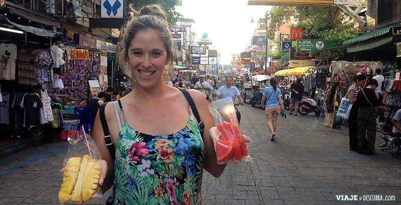 imperdibles-Bangkok,-Tailandia,-Asia,-comida-tailandesa,-kao-san-road,-fruta-cortada