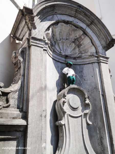 Maneken Pis - bruselas - belgica - europa - eurotrip - mochilero a europa