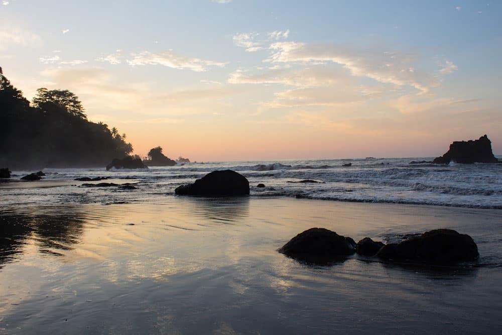 Atardecer en Nuquí, mejores playas de Colombia