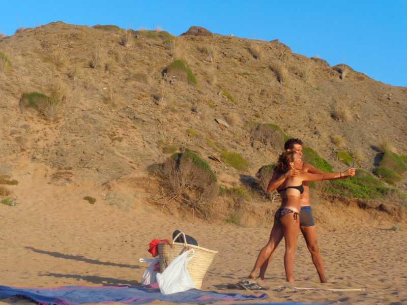 playa de cavallerias, cavallerias, calas alucinantes, playas alucinantes, menorca, que ver en menorca, españa, islas baleares, baño de barro, barro
