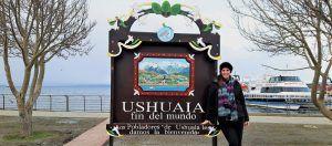 que-hacer-en-Ushuaia,-fin-del-mundo,-tierra-del-fuego,-cartel-de-ushuaia,-puerto,-imperdibles-ushuaia,-invierno,-nieve