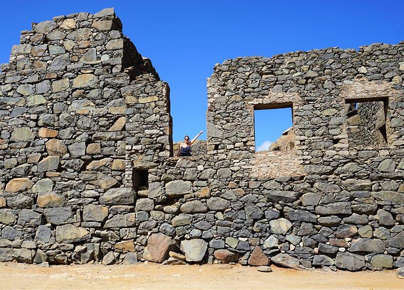-que-ver-en-Aruba,-imperdibles,-ARUBA,-CARIBE,-ruinas-de-bushiribana,-costa-norte,-jeep,-safari