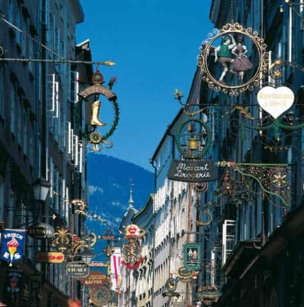 getreidegasse, salzburgo, imperdibles salzburgo, que ver en salzburgo, salzburg, austria, visit salzburg, europa, europa con mochila, mochileros, mochileros por europa