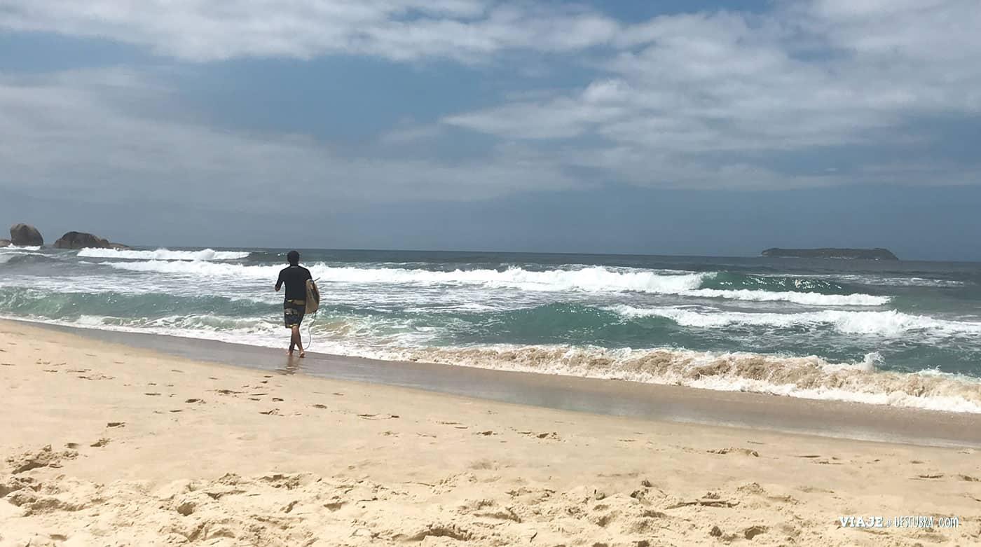 surf-en-florianopolis,-playa-mole,-que-hacer-en-floripa,-vacaciones-en-brasil