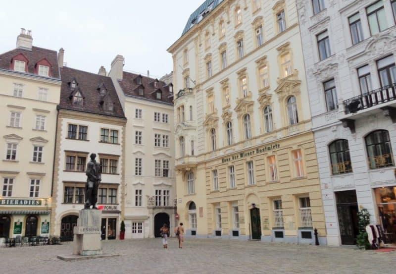 Viena, Judenplatz, Barrio Judío, Austria, imperdibles, imperdibles Viena, que ver en Viena, 3 días en Viena, visit Viena, Europa, mochileros en Europa, mujer viajando sola