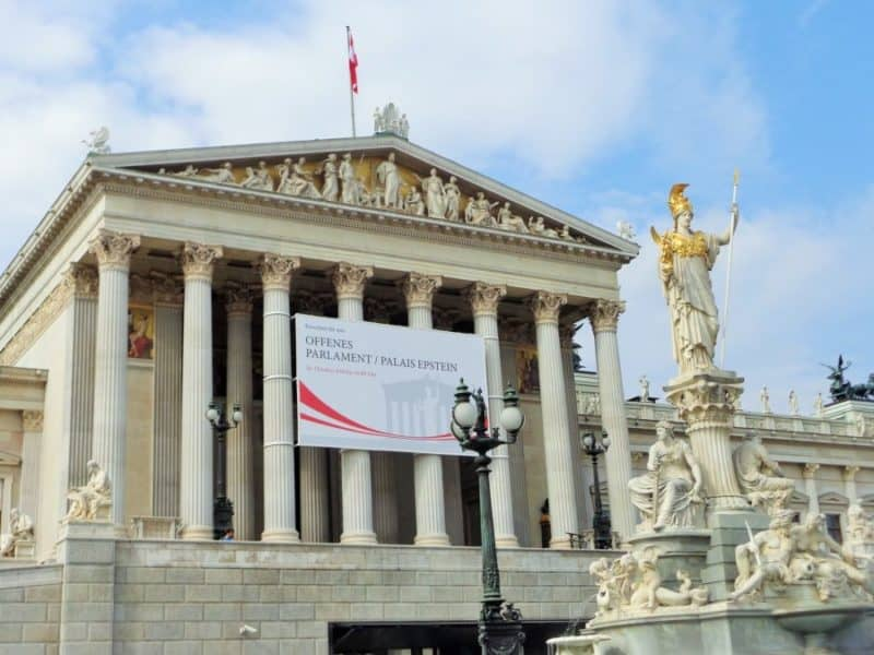 Parlamento, Austria, imperdibles, imperdibles Viena, que ver en Viena, 3 días en Viena, visit Viena, Europa, mochileros en Europa, mujer viajando sola