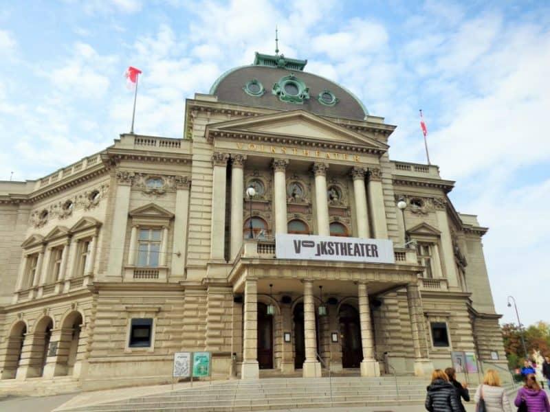Viena, Volkstheater, Viena, Austria, imperdibles, imperdibles Viena, que ver en Viena, 3 días en Viena, visit Viena, Europa, mochileros en Europa, mujer viajando sola