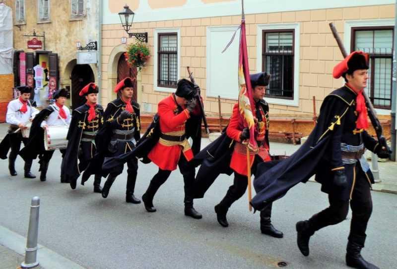 Zagreb, Cambio de Guardia, Zagreb, St Mark's Church, Zagreb, que ver en Zagreb, Zagreb en dos días, Croacia, Europa, mochileros en europa