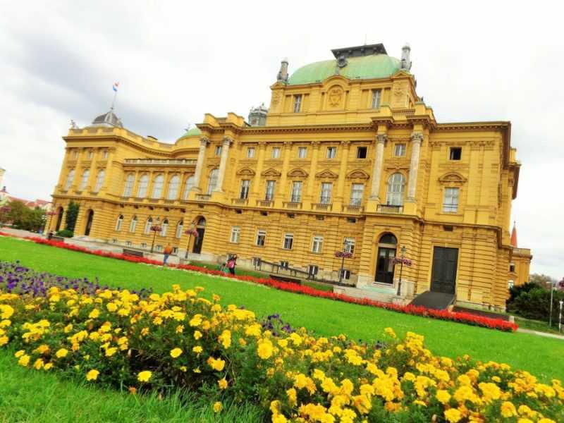 Zagreb, Teatro Nacional, que ver en Zagreb, Zagreb en dos días, Croacia, Europa, mochileros en europa