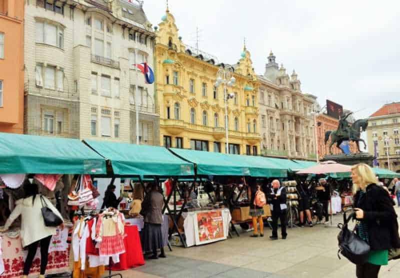 Zagreb, Plaza Principal, Ban Jelačić, Mercado, que ver en Zagreb, Zagreb en dos días, Croacia, Europa, mochileros en europa